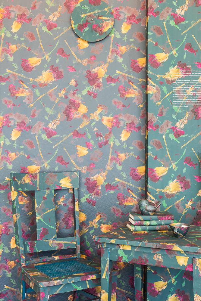 ujiie-3 Digital print chair wallpaper table