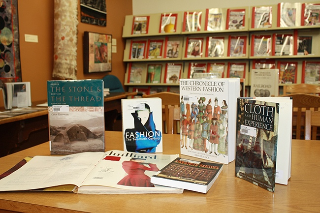 004.TextileCenter.Library