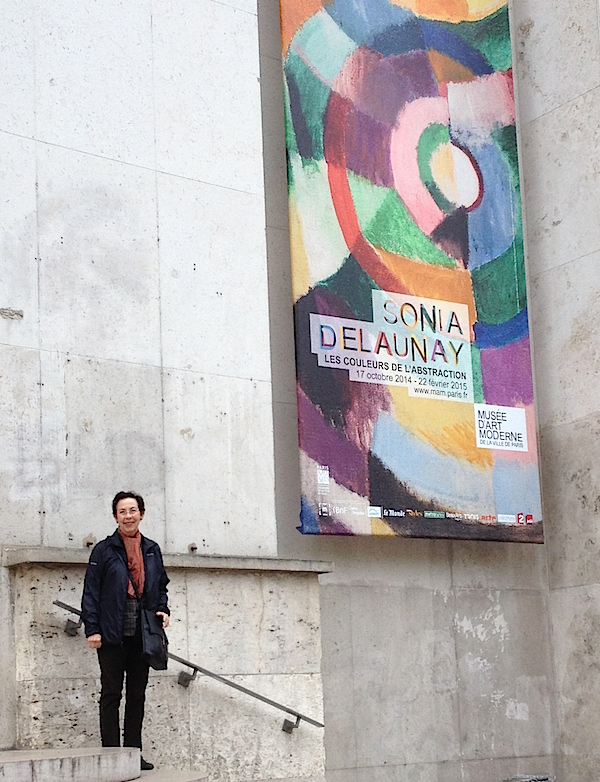 16. Shapiro_In front of Sonia Delaunay exhibit_16